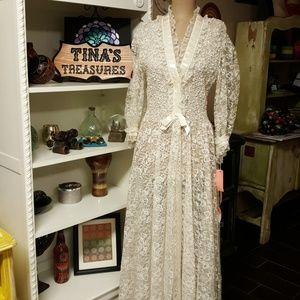 Vintage 1960's Odette Barsa Inc. Lace Robe